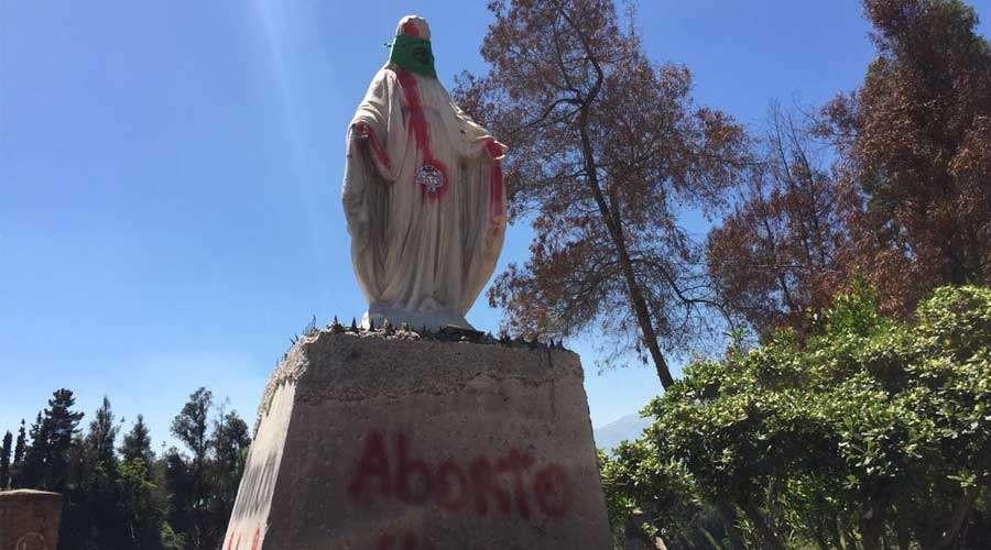 Diario Frontera, Frontera Digital,  CHILE, Internacionales, ,Vandalizan imagen de la Virgen María  con lemas proaborto y pañuelo verde en Chile