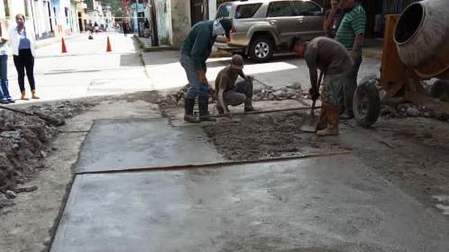 http://www.fronteradigital.com.ve/Continúan obras de recuperación del pavimento  de concreto en el centro de Mérida