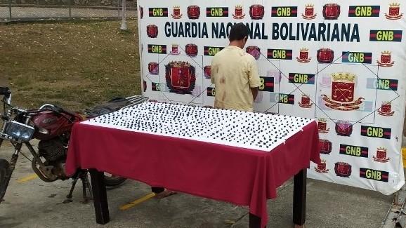 http://www.fronteradigital.com.ve/GNB encana a microtraficantes con 516 porciones de marihuana