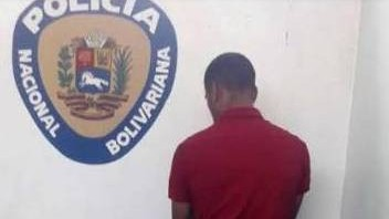 http://www.fronteradigital.com.ve/CPNB-Ejido aprehendió a ciudadano por  porte ilícito de  arma de fuego  solicitada en el Estado Zulia