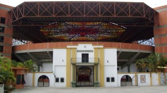http://www.fronteradigital.com.ve/Inició impermeabilización de los techos  de las torres del Coliseo de Tovar