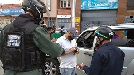 http://www.fronteradigital.com.ve/Autoridades de Mérida retuvieron a 123 ciudadanos y 64 vehículos