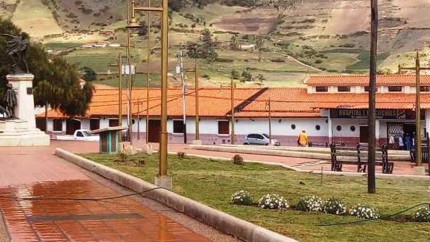 http://www.fronteradigital.com.ve/Venezuela Bella y alcaldía adelantan  reparaciones finales en plaza Bolívar de Mucuchíes