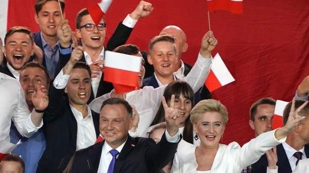 http://www.fronteradigital.com.ve/El ultraconservador Andrzej Duda  gana las elecciones en Polonia por la mínima