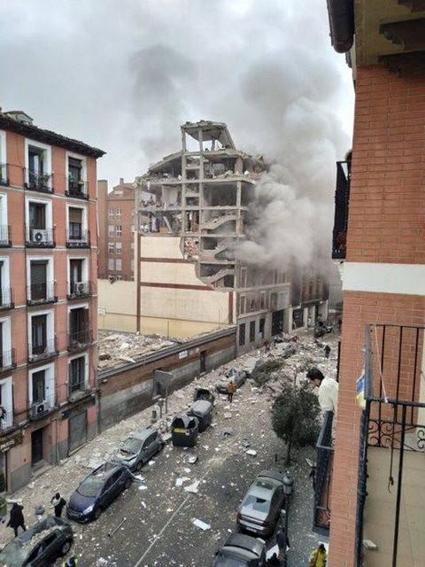 Diario Frontera, Frontera Digital,  EXPLOSIÓN EN MADRID, Internacionales, ,Una fuerte explosión de gas destrozó un edificio  en el centro de Madrid: al menos tres muertos