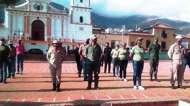 http://www.fronteradigital.com.ve/Con Parada Militar rinden tributo al Comandante Hugo Chávez en Mucuchíes