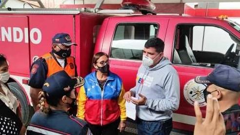 http://www.fronteradigital.com.ve/Jehyson Guzmán entregó camión   contra incendio a bomberos de Tulio Febres Cordero