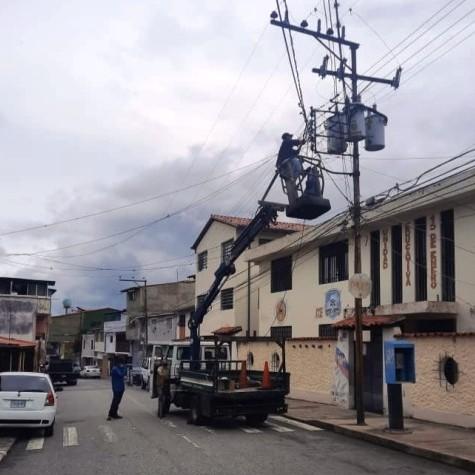 """Diario Frontera, Frontera Digital,  CAMPO DE ORO, Regionales, ,Alcides Monsalve Cedillo: """"Iniciamos recuperación de luminarias en Campo de Oro, parroquia Domingo Peña"""""""