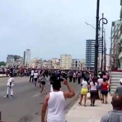 """Diario Frontera, Frontera Digital,  PROTESTA EN CUBA, Internacionales, ,""""¡Abajo la dictadura!"""": miles de cubanos salieron a las calles  para protestar contra el régimen en medio de la grave situación sanitaria"""