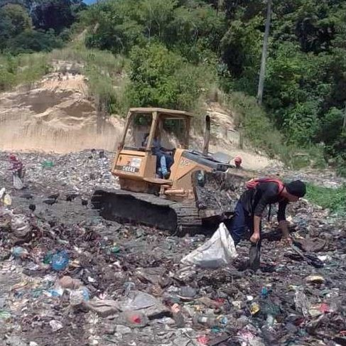 Diario Frontera, Frontera Digital,  ONIA CULEGRÍA, Panamericana, ,Máquina D4 ejecuta trabajo de limpieza en el relleno sanitario Onia Culegría