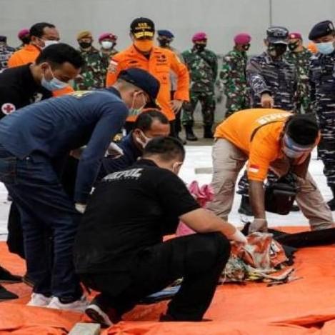 Diario Frontera, Frontera Digital,  ENCUENTRAN RESTOS DE AVIÓN SINIESTRADO, YAKARTA, MAR DE JAVA, Internacionales, ,Localizan avión con 62 personas que cayó al mar en Indonesia