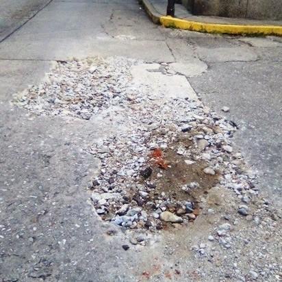 Diario Frontera, Frontera Digital,  TRABAJO INCOMPLETO, AGIUAS DE MÉRIDA, Regionales, ,Inconclusa reparación brote de agua  en avenida 8 con Pasaje Santa Fe de Mérida