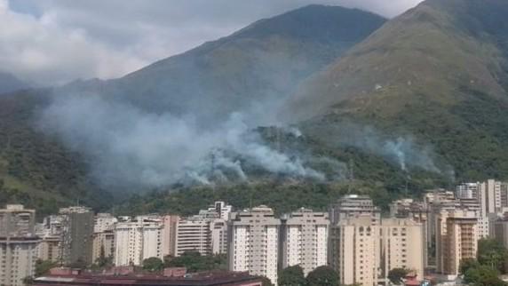 https://www.fronteradigital.com.ve/Explosiones en líneas de alta tensión  afectaron el servicio eléctrico en zonas de Caracas