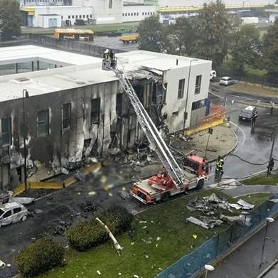Diario Frontera, Frontera Digital,  ACCIDENTE AÉREO EN MILAN, Internacionales, ,Un avión privado se estrelló contra  un edificio cerca de Milán: murieron ocho personas