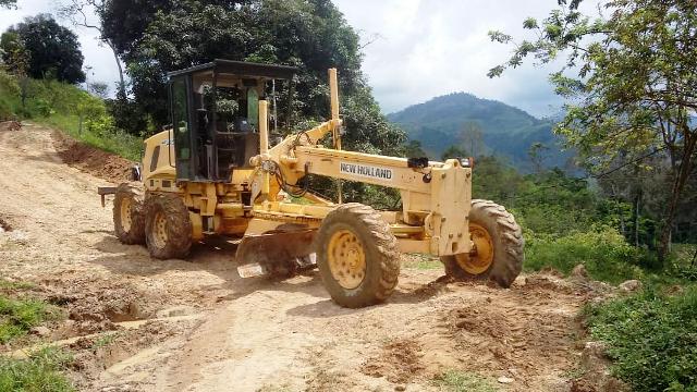 Diario Frontera, Frontera Digital,  EDGAR MÁRQUEZ, Mocoties, ,Edgar Márquez repara segunda máquina para ampliar trabajos en vías agrícolas